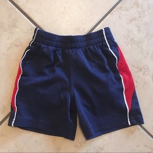 $4 item 🎉 Boys 18 month shorts
